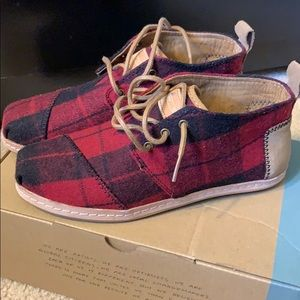 Toms Bota Red Plaid Felt on Leather